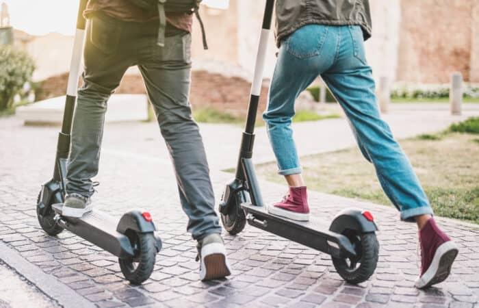 Persones amb patinet elèctric Andorra